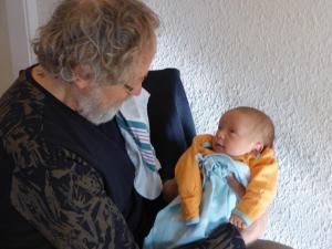 Henk voor het eerst opa. Alexander is geboren.